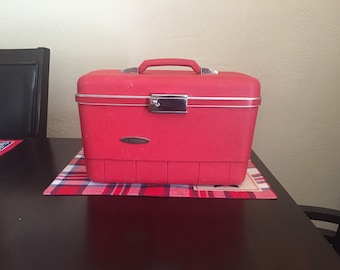 Red Sears Forecast Train Case, Makeup Case