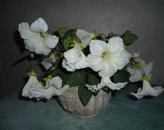 Realistic White Petunia Floral Arrangement Decoration In Faux Stone Pot in Excellent Condition