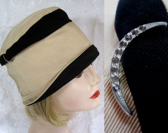"""1920s Cloche Hat / B. Forman Co. Cloche Hat / Black & Tan Silk Faille / 21"""" / Gifts for Her"""