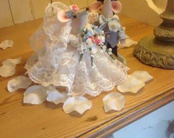 Bride and groom mice wedding cake topper hand made lots of lace flowers and frills