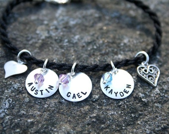 Modern Family - Sterling Silver Name Bracelet with hearts - for Mom/Grandma/Nana/Aunt/Godmother