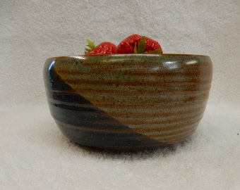 """Stoneware Pottery Cereal/ Ice Cream Bowl. Approx. 7"""" dia. x 3"""" tall. Holds 4 cups."""