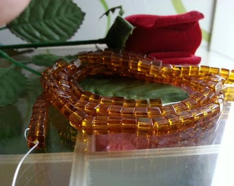 son of 70 4mm diameter, hole 1 mm square glass beads
