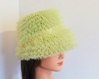 Vintage ladies Celery Green Tulle and Satin Cloche Hat by Revelon