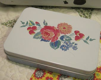 Sweet Vintage Tin with Two Floral Unused Decks of Hallmark Playing Cards