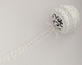Newborn size knit round back bonnet,This n that bonnet, photo prop,gift ,coming home