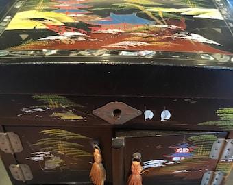 Japanese music box. Sankyo music box. Vintage music box. Black laquer music box.