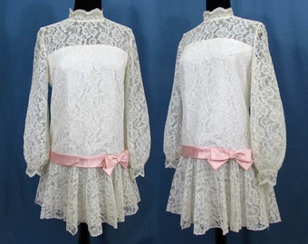 "White Lace 32"" mini dress - 1960s-70s ""baby doll"" dress - white lace with pink satin bow - Med Juniors"