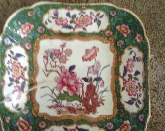 Pair of square dishes
