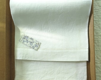 Linen towel with point to day, 70 x 97 cm
