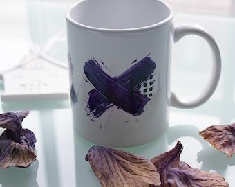 Mug minimaliste avec des croix violet