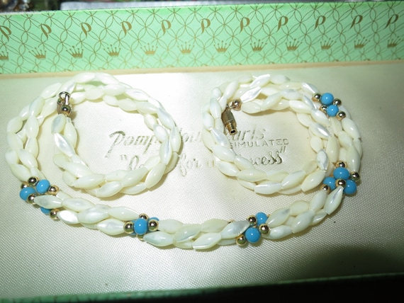 Beautiful vintage mother of pearl and turquoise necklace