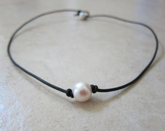 Pearl of Love Choker Necklace (Single, Knotted Pearl)