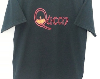 Vintage 90's QUEEN We Are The Champions//Size M//Copyright 99 All Sport