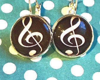 Treble clef glass cabochon earrings - 16mm