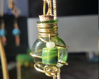 Essential Oil Diffuser Necklace Green & Gold
