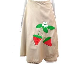 Vintage Wrap Beige Skirt// Cotton Wrap Style Full Skirt// Strawberry Applique Skirt// Size S-M// 140