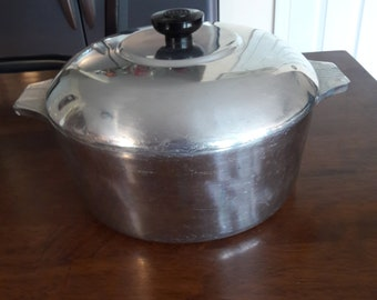 Vintage Aluminum Dutch Oven with Lid and Trivet Marked Magnalite GHC 4248 5 Quarts