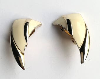 Vintage jewellery. vintage earrings. Cream earrings. clip on earrings. Art deco earrings.