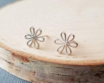 Daisy Earrings, Daisy Flower Sterling Silver Earrings, Daisy Stud Earrings, Sterling Silver Daisy Flower Stud  Earrings, Floral Jewelry