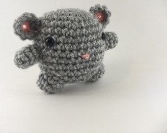 Mini amigurumi mouse, crochet mouse, plush mouse, stuffed mouse, handmade, under 20, stuffed animal, crochet mini animal, mouse, small mouse