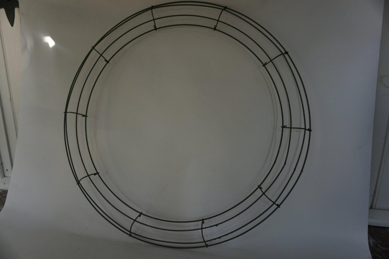Round Metal WREATH RING, Wreath Form, 20\