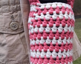 crochet water bottle carrier, over the shoulder beverage container, bottle cozies, cream and peach color
