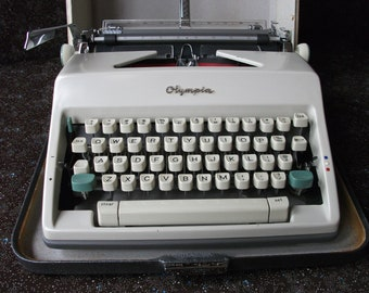Awesome FULLY FUNCTIONING 1966 Olympia Deluxe Typewriter in Cursive Font - Case