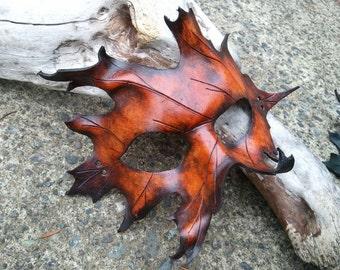 masque de cuir. masque de feuille de chêne brun. art de costume à la main par armurerie de steampunk en cuir SkinzNhydez