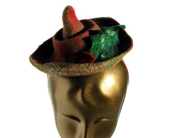 Porkpie Hat in Red and Green - Felt Hat for Christmas Party - Festive Fascinator with Holly - Woodland Pixie - Forest Folk - Robin Hood