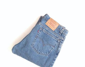 Levis 512 jeans. W32 L30 highwaisted, slim fit, tapered leg, natural wash jeans, faded, broken in mom jeans. Made in USA