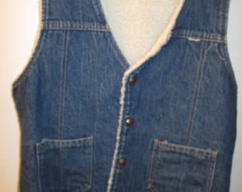 Vintage sherpa lined denim vest. Nelson label. Snap button close. 2 front pockets. Washable. See measurements below.