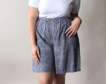 SALE vintage plus size navy dash shorts, size 12-14