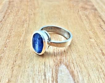 Kyanite Silver Ring // 925 Sterling Silver // Simple Oval Design // Natural Blue Kyanite