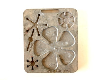 Vintage Fun Flowers Creepy Crawler Mold for Mattel Thingmaker #4520-053 b (c.1966) - Collectible Toy, Flower Mold, Curio Cabinet Oddity