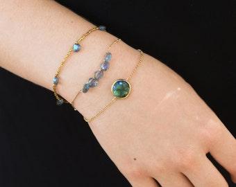 Labradorite Bracelet. Labradorite Framed Round Bracelet. Stacking Bracelet. Delicate chain bracelet. B-2307