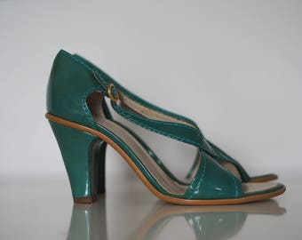 Green sandals / Strappy sandals / 80s does 40s /Vintage sandals green / 80s sandals / Green 80s heels / Patent leather sandals / 90s heels