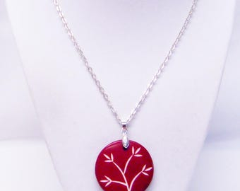 Round Burgundy Wine Resin w/Flower Pendant Necklace