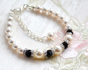Black and white bracelet Pearl and rhinestone Bridesmaid bracelet From Swarovski pearls and glass beads Maid of Honor gift Bridesmaid gift