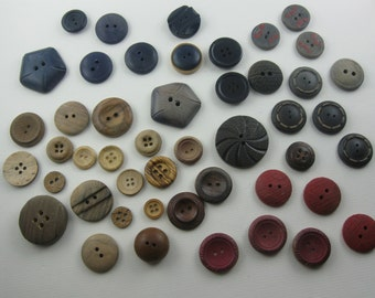 Vintage buttons convoluted. 48 ancient WOOD buttons. Approx. 0.7 to 3.3 cm in diameter. Hole buttons. VINTAGE