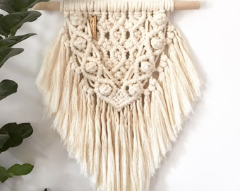 "Macrame Wall Hanger ""Lilly"" in Off-white 