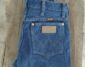 Cute Wrangler jeans! Cropped, washed and petite.