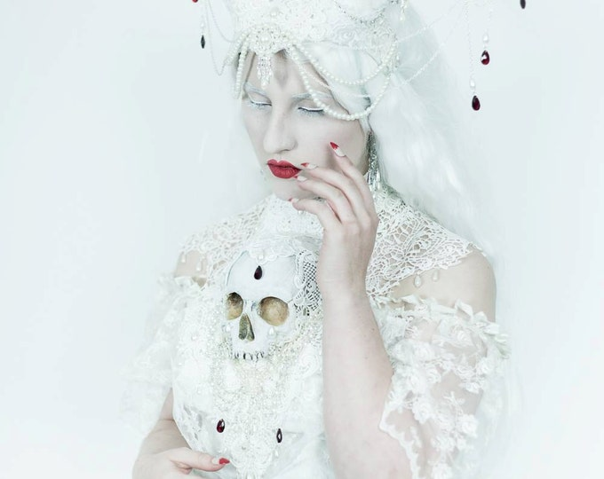 Catacomb Couture Pale Set