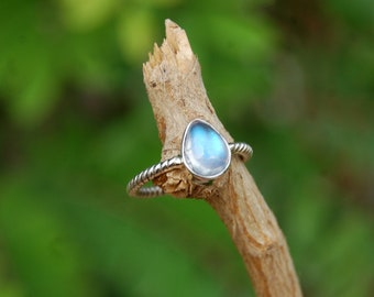 Rainbow Moonstone Pear Sterling Silver Twisted Ring - Sterling Silver Handmade Ring - Natural Moonstone ring - Twisted Band Ring