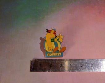 PIN enamel pin vintage Asterix, Obelix Novotel