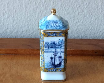 Del Prado Porcelain Pill Trinket Box - Blue with White English Scene - EP 51