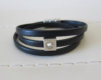 Black Flat Leather Triple Wrap Bracelet w/ Rhinestone