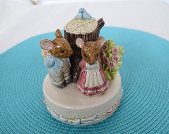 "Vintage Otagiri mice music box, ""You've got a Friend"", Porcelain, hand painted,"