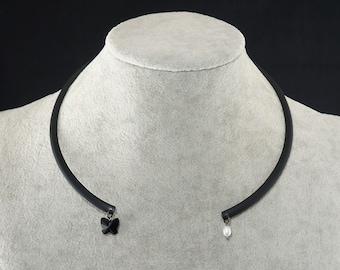 Necklace Minimalist Black, Swarovski crystal & freshwater pearl  (#7148)