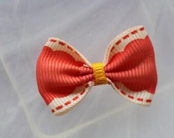 Pretty dotted salmon Ribbon bowtie